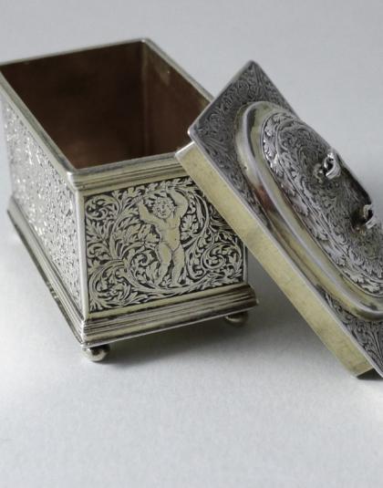 Zilveren knottedoosje