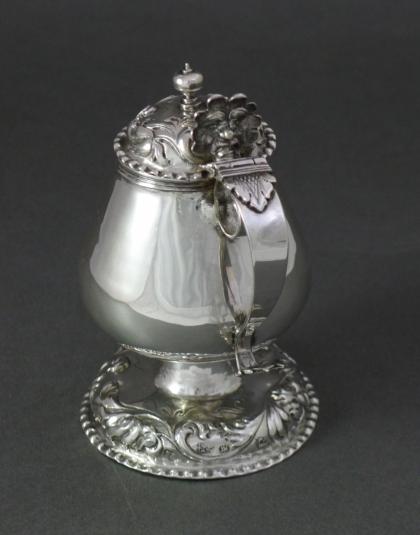 Zilveren mosterdpot
