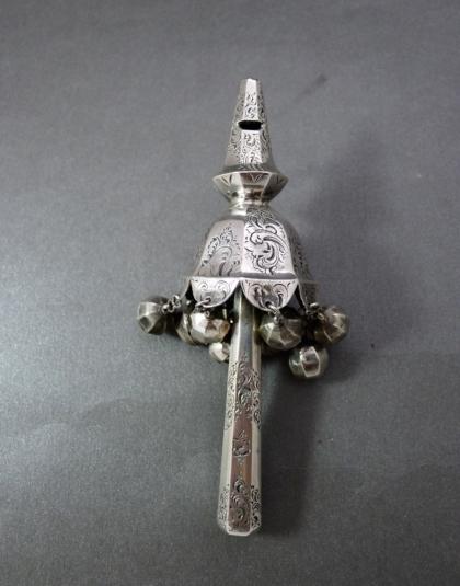 Zilveren rammelaar