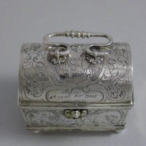 Zilveren knottekistje