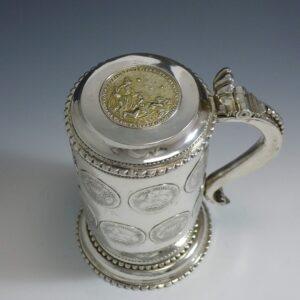 Zilveren muntbeker