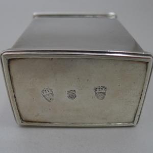 Zilveren theebus