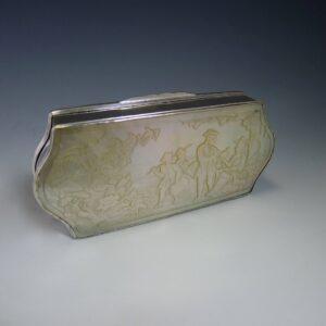 Zilveren doos met parelmoer plaquette